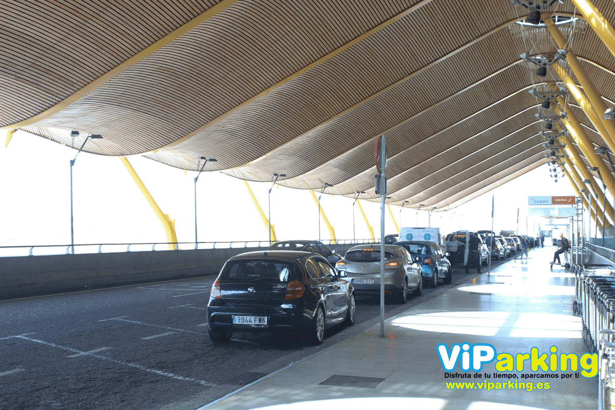 Foto parking terminal t4 aeropuerto Madrid